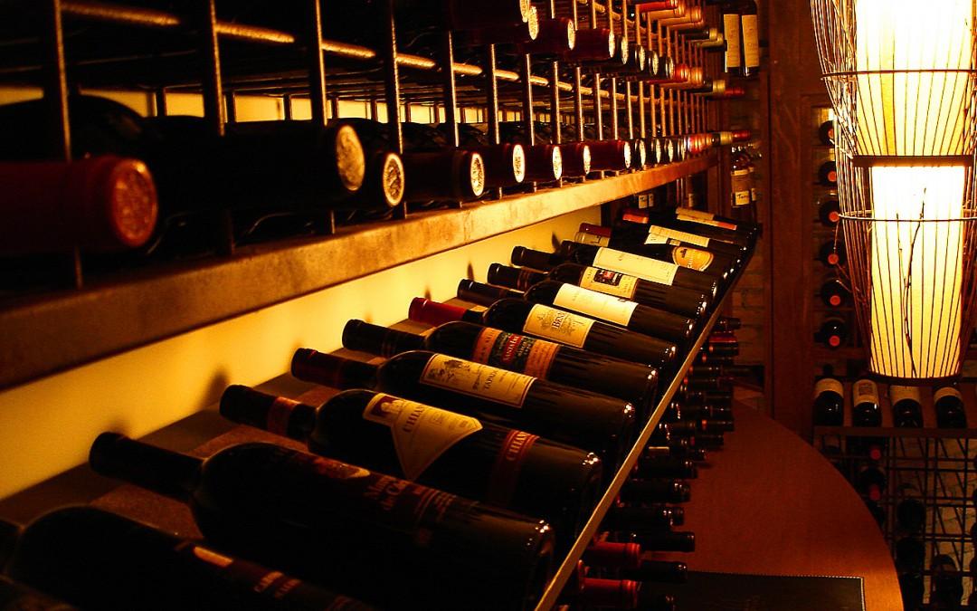 Como armazenar garrafas de vinho