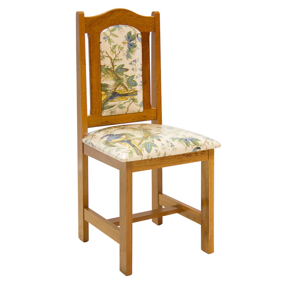 Uma cadeira com almofada estampada ideal para o seu conjunto da sala de estar